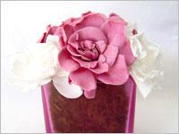 誕生日プレゼント 陶器・ポットに飾られた花